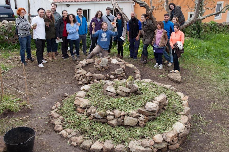 Los integrantes del día 6 de Abril, con las dos espirales terminadas Foto: Roberto González