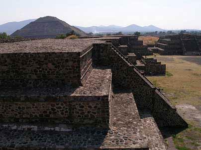 Piramide del Sol por la Rebelion de los tornillos