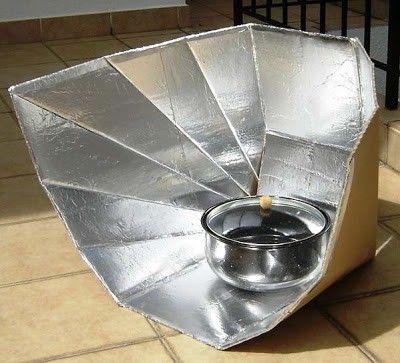 Cocina solar construida con materiales reciclados: cartón y papel de aluminio.